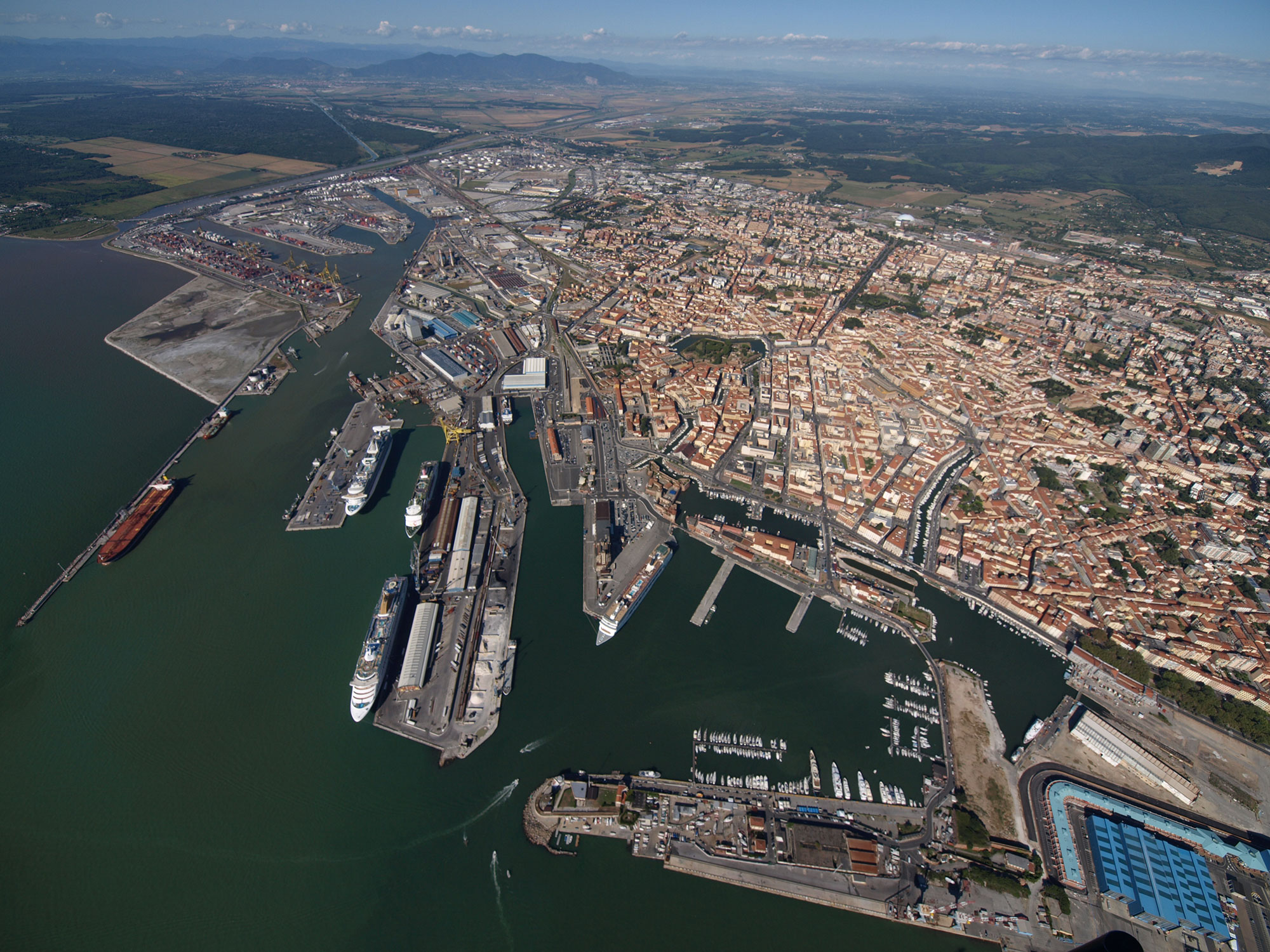Port-of-Livorno-general-view-rid